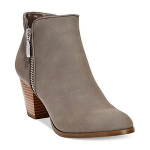 HP 🎉 Style & Co. Jamila Gray Zip Ankle Booties